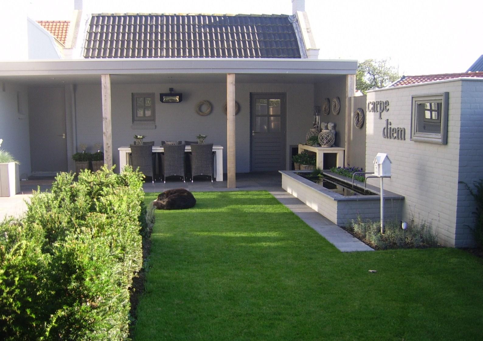 Lounge tuinen rivius for Moderne tuin met overkapping