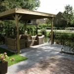 rivius tuinontwerp met overkapping in romantische tuin