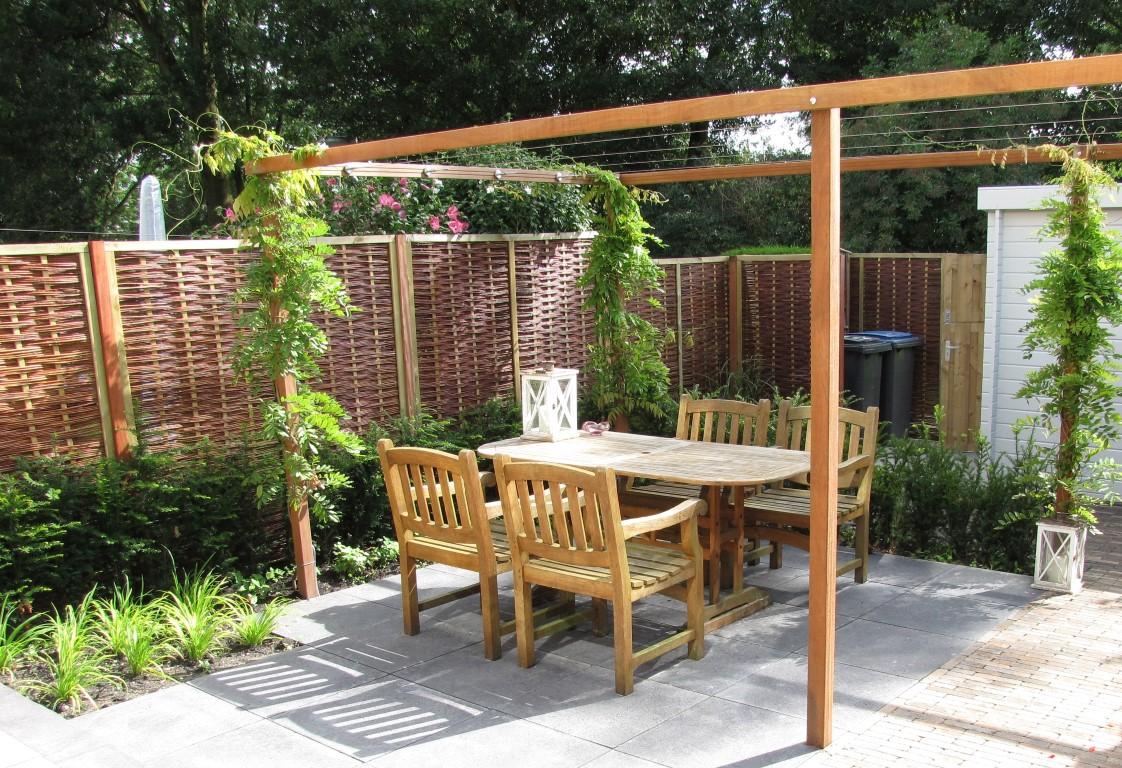 Pergola In Tuin : Tochtgat wordt relaxtuin met prachtige pergola tuinseizoen