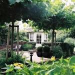romantische tuin met tuinhuis en schaduwhoek rivius tuinontwerp